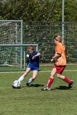 240-meidenvoetbal